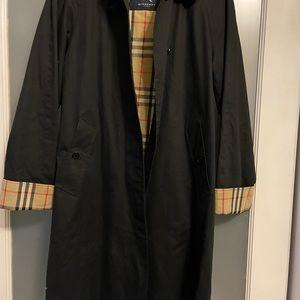 Burberry women's trench coat (short) sz 2R